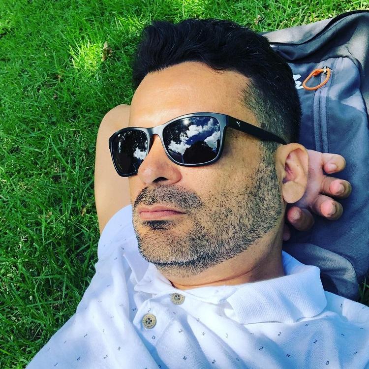 Adriano relaxing in Albert Park, Auckland, Nova Zelândia