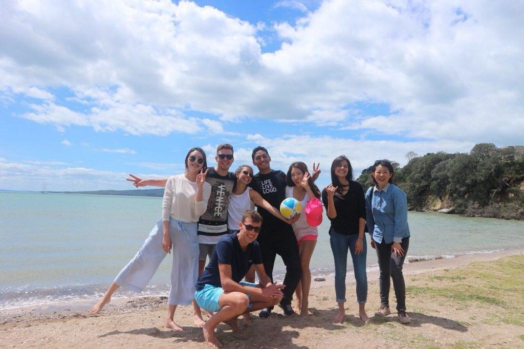 Mit Schulfreunden, St. Heliers Bay, Auckland, Neuseeland