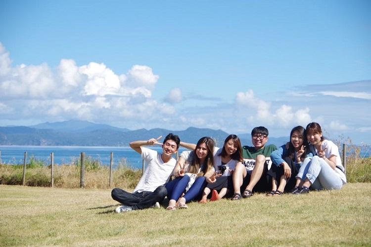 Amigos do curso de inglês viajando pela Nova Zelândia
